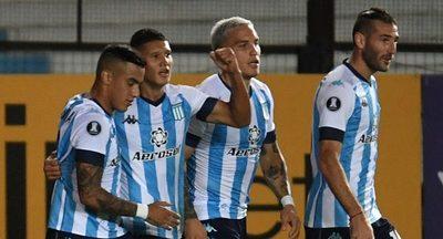 Versus / El argentino que sueña con la Albirroja marcó para Racing en la Libertadores