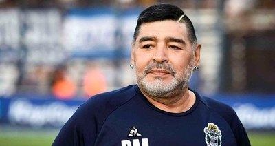"""Versus / Maradona falleció """"abandonado a su suerte"""" por su equipo de salud, según informe"""