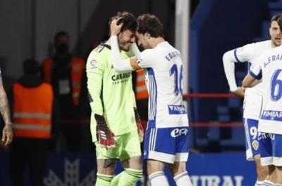 Increíble: Arquero marca de cabeza y salva al Zaragoza en el minuto 97