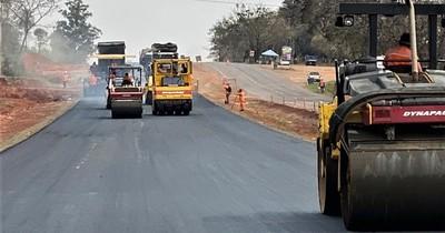 La Nación / Habilitan 20 km de nueva calzada en la Ruta PY02