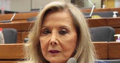 La Nación / Revelan que la senadora Gusinky fue vacunada sin tener la edad requerida
