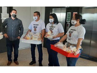 Docentes de sindicato  entregaron desayunos en hospitales de PJC