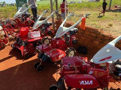 Implementos agrícolas para agricultores de la Colonia Guaritá
