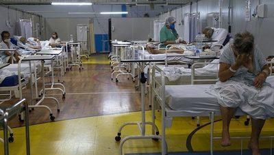 Brasil rebasa 400.000 muertes por COVID-19 y recibe vacunas