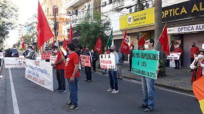 Movilizaciones simultáneas para conmemorar el Día del Trabajador y exigir salud