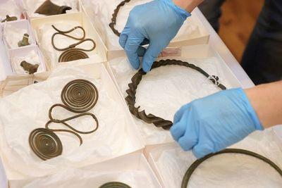 Reliquias y joyas: se encuentra un tesoro de más de 2.500 años