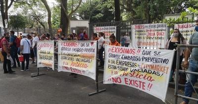 La Nación / Unos 16 mil trabajadores fueron suspendidos con las últimas medidas