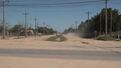 Gobernador defendió su proyecto de pavimentación para la calle Carayá