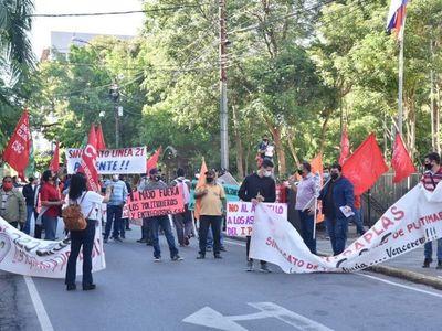 Sindicalistas se manifiestan por trabajo digno, salud y vacunas