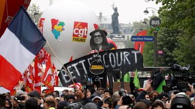 Enfrentamiento entre Policía y la multitud durante manifestaciones del Primero de Mayo en Francia, Italia y Turquía (Video)