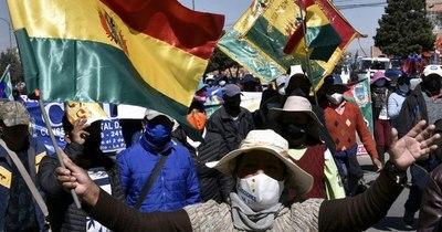 La Nación / Trabajadores bolivianos celebran el 1 de Mayo con masivas marchas