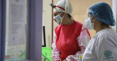 La Nación / Doctores payasonrisas llevaron alegría y una merienda al Hospital IPS Ingavi