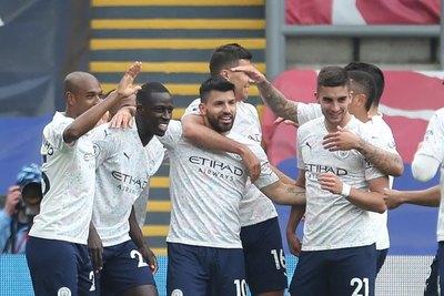 Versus / El City triunfa y está paso del título, mientras que el Chelsea vuelve a ganar