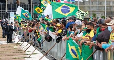 La Nación / Miles de brasileños participan en manifestaciones pro-Bolsonaro en plena pandemia