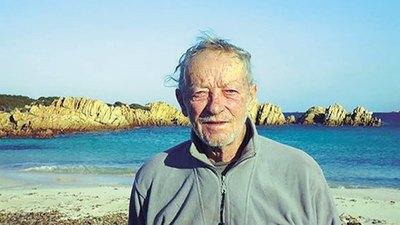 """Crónica / EL """"ROBINSON CRUSOE"""" ITALIANO. Sus 32 años de historia, en soledad, en una isla"""