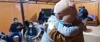 Una pandemia, hospitales y un oso que regala abrazos
