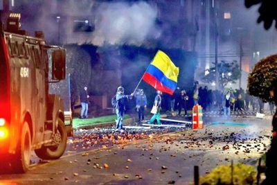 En Colombia denuncian detenciones arbitrarias, violación de DD. HH. y al menos 7 muertes