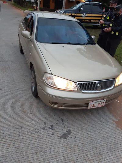 Retiran vehículo tras amenaza con cuchillo a agentes de la Caminera