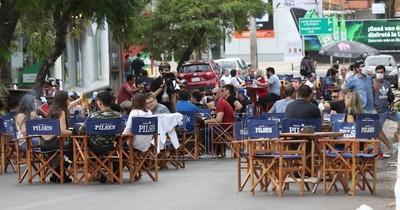 La Nación / Legisladores apoyan bares y restaurantes al aire libre