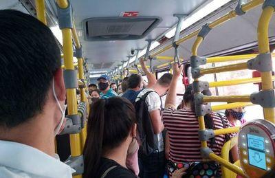 Buses deben abrir sus puertas cada 15 minutos para mejorar la calidad del aire, informó el Viceministerio