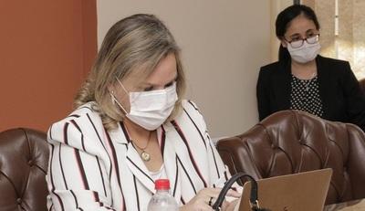 """Lilian califica de """"error"""" vacunación vip de Gusinky y sugiere que habría otros"""