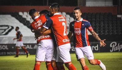 Versus / Villasanti y varias figuras de Cerro renuevan contrato
