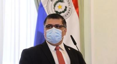 Ministro confirma que apartó a 5 Directores por vacunación irregular