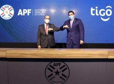Recomiendan multar a Tigo por más de USD 6 millones por no ceder derechos del fútbol