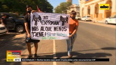 Lomiteros y bodegueros protestaron en contra de las restricciones