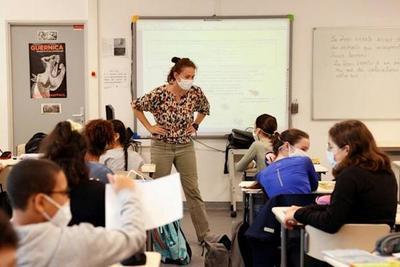 En Francia, los alumnos de secundaria retoman las clases presenciales