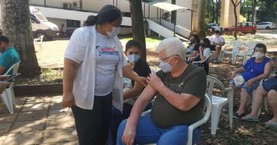 La Nación / Mientras Itaipú tuvo siete puestos para influenza, faltan vacunadores para COVID-19 en Alto Paraná