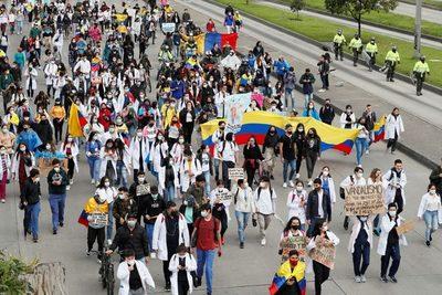 La Defensoría del Pueblo eleva a 19 los muertos durante las protestas en Colombia