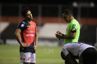 """Versus / El presidente de River admite """"tener más miedo del arbitraje que de Libertad"""""""