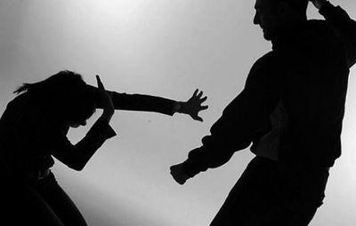 Dan tres años de cárcel a un hombre por agredir y amenazar con un cuchillo a su pareja