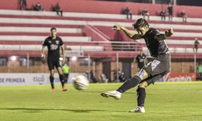 Libertad supera a River Plate en los Jardines y se aferra a la cima