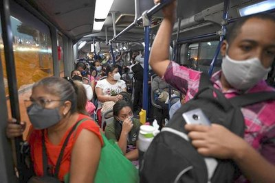 Crónica / Contagio: buses abrirán puertas cada 15 minutos