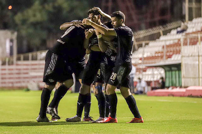 """El Gumarelo venció en los """"Jardines"""" por 3-1 al Kelito."""