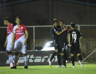 Libertad triunfa y es el único líder del torneo Apertura
