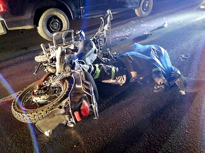 Adolescente muere tras estrellarse con su moto contra un automóvil