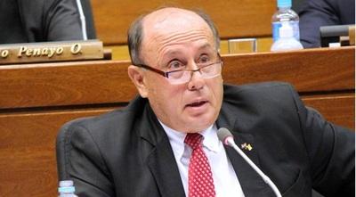 Legislador parlasuriano también debe renunciar por vacunación irregular, afirma Buzarquis