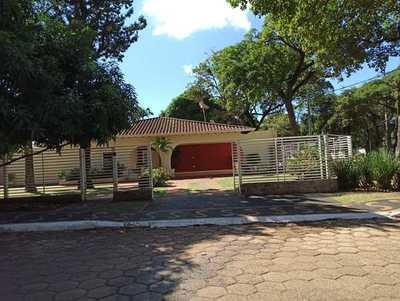 Itaipu exige materiales FINOS y de PRIMERA para DERROCHAR dinero en refacción de viviendas