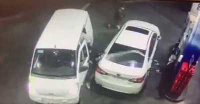 """""""Dispara y aquí nos morimos todos"""": hombre frustró un robo rociando bencina a delincuentes"""