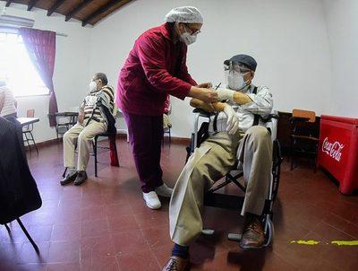 """Boquerón: """"la gente no quiere vacunarse y no podemos perder las dosis"""" · Radio Monumental 1080 AM"""