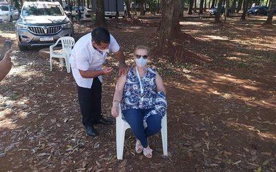 308 adultos mayores recibieron vacuna contra COVID en Alto Paraná