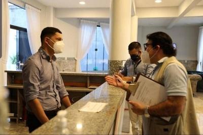 Salud recuerda que el personal de atención al cliente debe usar mascarilla quirúrgica