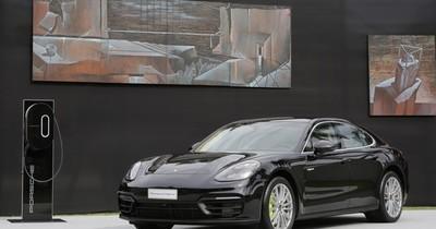 La Nación / Ya está en el país el nuevo Porsche Panamera E-Hybrid