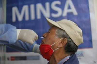 Los peruanos podrán retirar el 100 % de sus fondos de desempleo por la pandemia