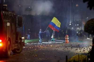 Colombia: Protestas contra reforma fiscal para aumentar impuestos lleva 19 muertos, cientos de heridos y desaparecidos