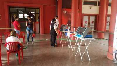 Máquinas de votación electrónica están disponibles en sede de ANR para que electores practiquen su modo de uso