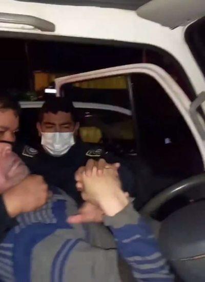 """Familia denuncia presunta agresión policial y agentes alegan """"resistencia y violación de la cuarentena"""""""